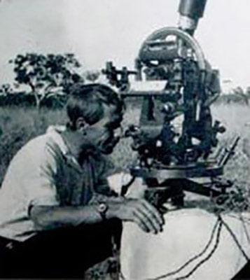Harold Curlewis at Deakin looking through a theodolite. Image Credit: Perth Observatory