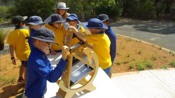 Kids using solar scopes. Image Credit: Matt Woods