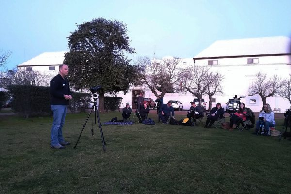 Roger giving his introduction to nightscape photography. Image Credit: Matt Woods